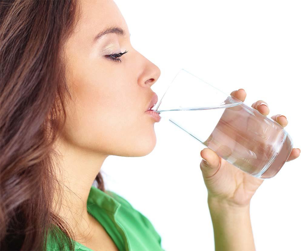 طریقه صحیح نوشیدن آب