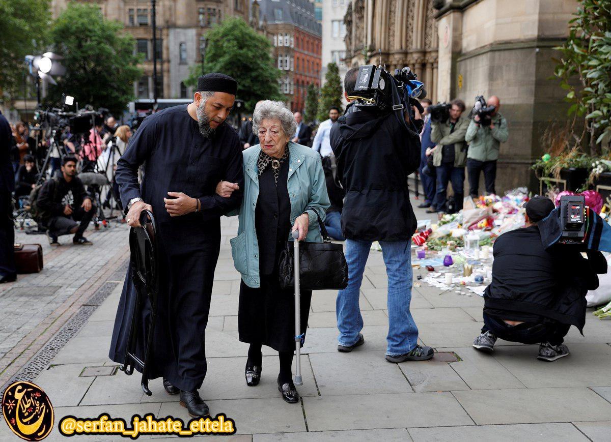 صادق پاتل مرد مسلمان در کنار رنه راشل زن یهودی در میدان آلبرت منچستر