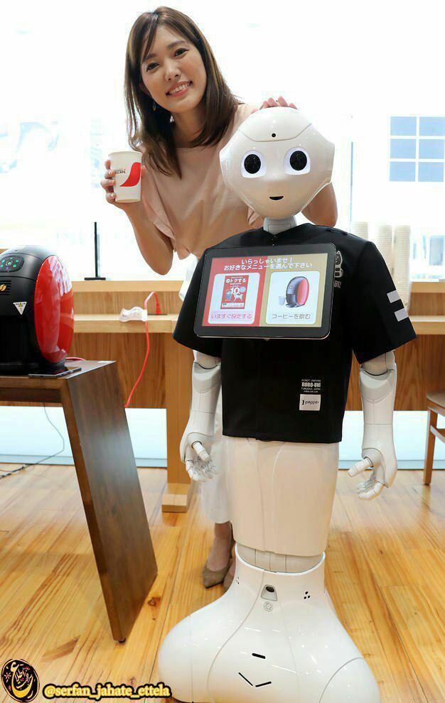 """روبات آبدارچی در یک شعبه """"سافت بانک"""" ژاپن در شهر توکیو"""