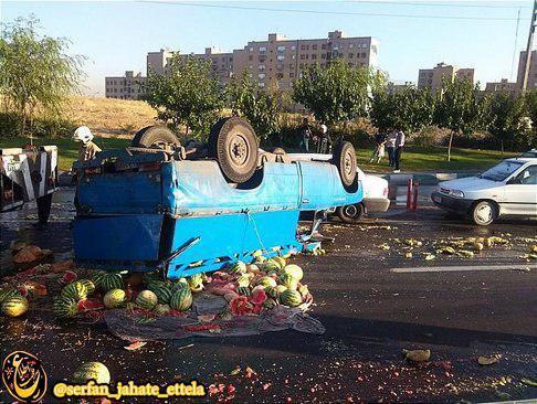 تصویر: واژگونی بار هندوانه وسط بزرگراه آزادگان تهران