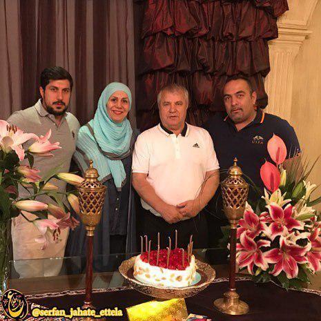 علی پروین در کنار همسر و پسر و دامادش
