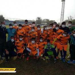 تمرین بازیکنان استقلال خوزستان در هوای آلوده اهواز با ماسک