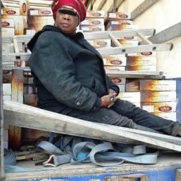 زن گینه ای برای خروج غیرقانونی از کشور لابه لای بسته های خرما