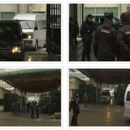شماري از کارکنان اخراج شده انگليسي سفارت اين کشور را در روسيه ترک کردند