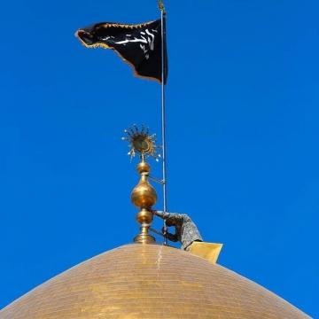 تعویض پرچم گنبد حرم حضرت زینب(س) به مناسبت رحلت آن حضرت