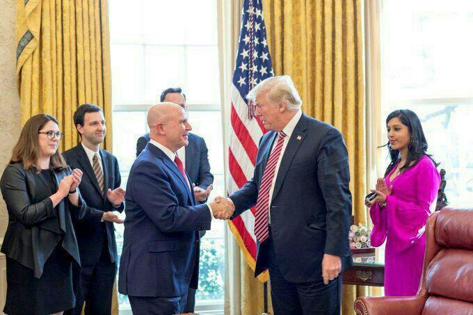 مشاور امنیت ملی کاخ سفید خداحافظی کرد