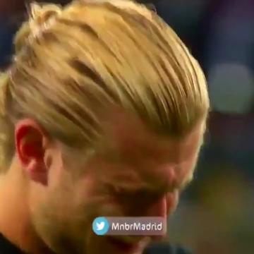 بعد از بازی هوادارای لیورپول با وجود تمام قصور کاریوس (دروازه بان) اونو تشویق کردن و کاریوس در مقابل گریه کرد!