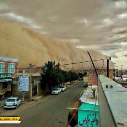 تصویری  از لحظه ورود توفان به شهر ابوزیدآباد آران و بیدگل