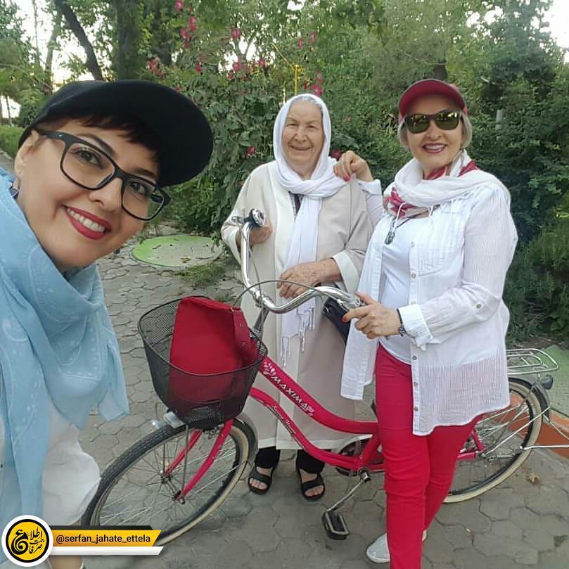 اینستاگرام گردی : آناهیتا همتی با مادر و مادر بزرگش در روز جهانی دوچرخه سواری