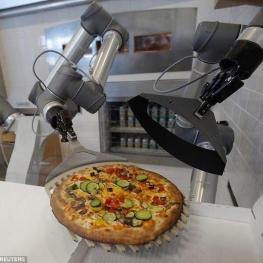 رباتی که در کمتر از ۵ دقیقه پیتزا میپزد