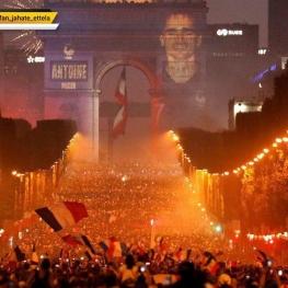ورود تیم فوتبال فرانسه به پاریس و استقبال هواداران در این شهر