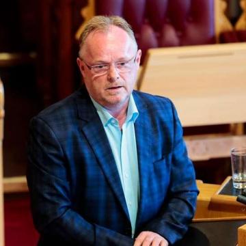 «پر سندبرگ» وزیر شیلات نروژ از کار برکنار شد.