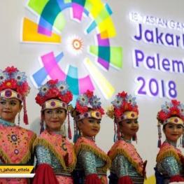 عکسی از دختران اندونزیایی با لباسهای سنتی