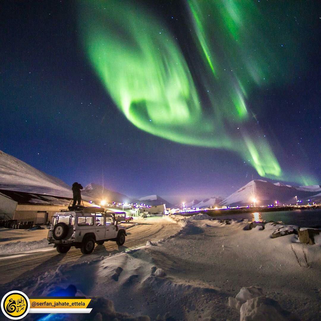 چشم انداز زیبای شفق قطبی در یکی از شب های زمستانی ایسلند