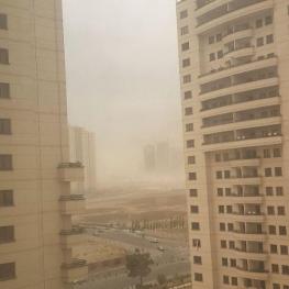 وزش تند باد همراه با گرد و خاک در محدوده دریاچه چیتگر تهران