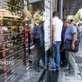دلار در تهران به مرز ۱۵ هزار تومان رسید
