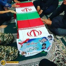 تصویری از تابوت محمد طاها اقدامی شهید ۴ ساله حادثه تروریستی اهواز