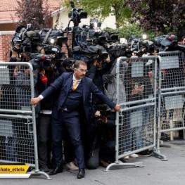 ازدحام خبرنگاران و عکاسان خبری در مقابل حفاظ امنیتی کنسولگری سعودی در شهر استانبول