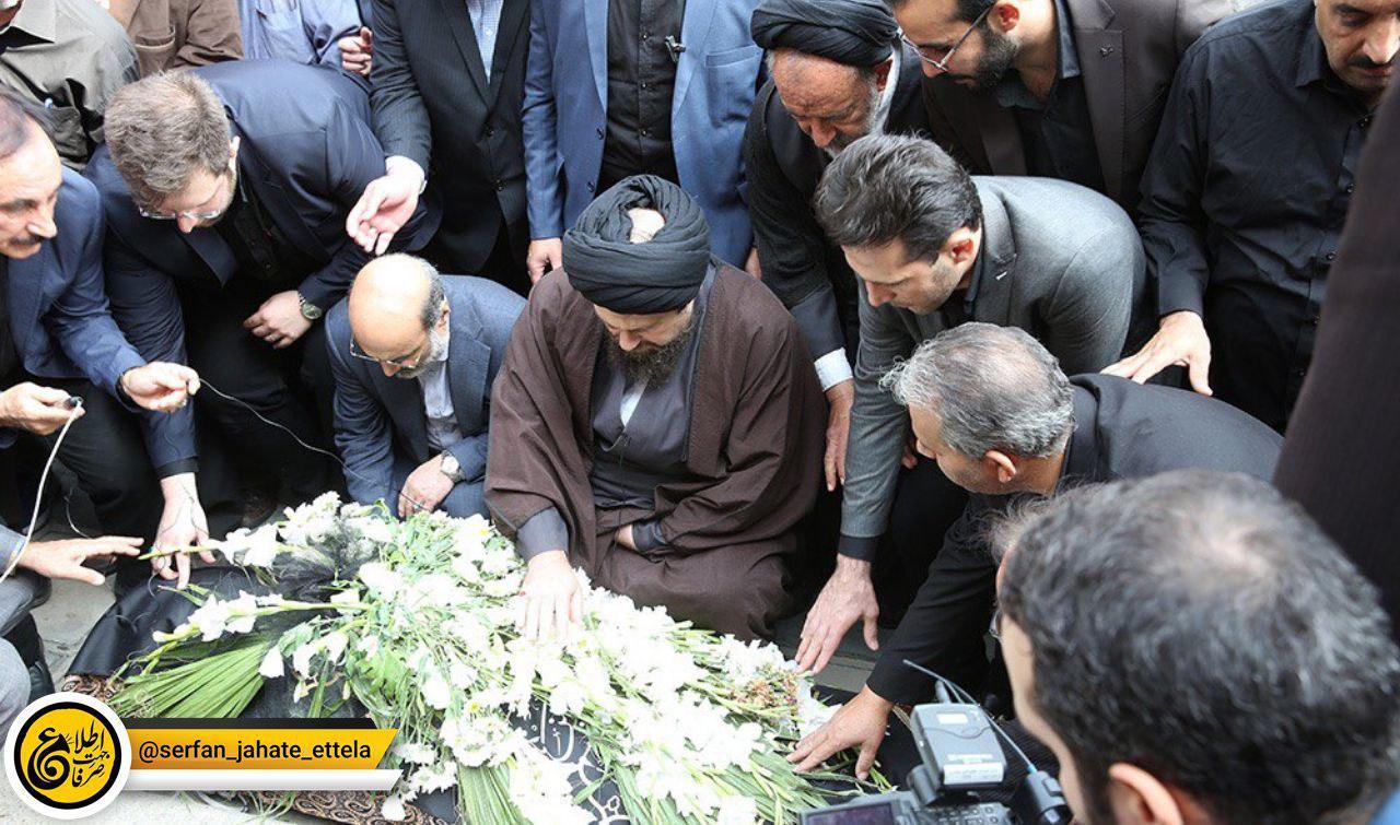 نماز خواندن سیدحسن خمینی بر پیکر مرحوم بهرام شفیع