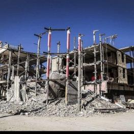 پس ازگذشت یازده ماه از وقوع زلزله کار بازسازی به حالت تعلیق و نیمه تمام، رها شده است