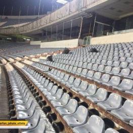تماشاگران زنی که برای تماشای دیدار تیمملی به ورزشگاه آمده بودند، پس از پایان بازی در اقدامی جالب جایگاه خود را تمیز کردند