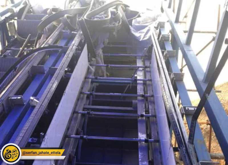پلههای برقی یک پل روگذر عابرپیاده در خیابان اصلی شهر بومهن دیشب دزدیدهشد