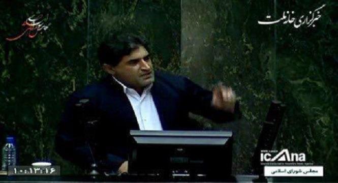 شهاب نادری، نماینده مریوان و اورامانات، با نمایش فیلمی از کولبران مرزهای غربی کشور خطاب به معاون امنیتی سیاسی وزارت کشور