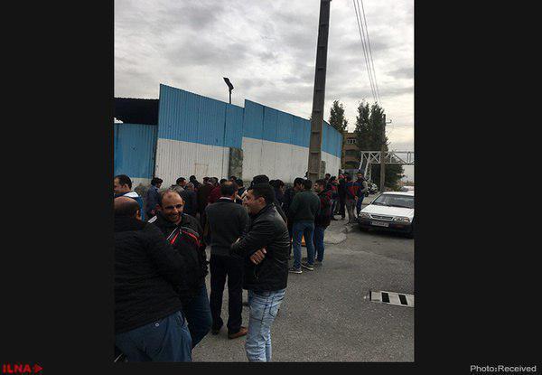 حدود ۱۰۰ نفر از کارگران پیمانی پروژه خط شش قطار شهری تهران، تجمع کردند