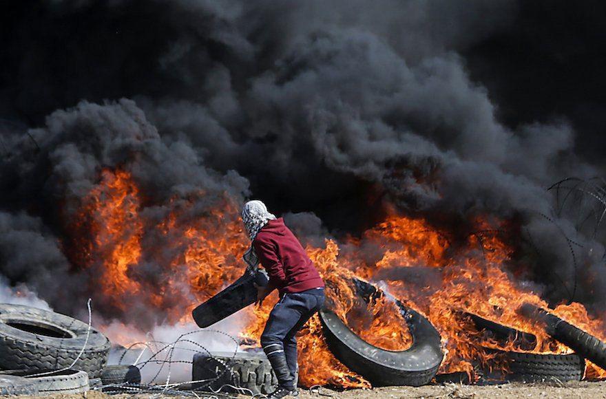 ايده سوزاندن تاير ماشينها در نوار غزه باعث شده اسرائیل واردات تایر به نوار غزه را ممنوع کند