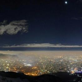 عکس زیبای هادی نیکخواه از تهران زیر مه و ابر و ماه