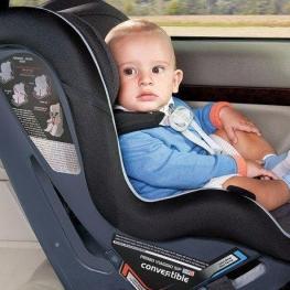 استفاده از صندلی کودک درخودرو اجباری شد