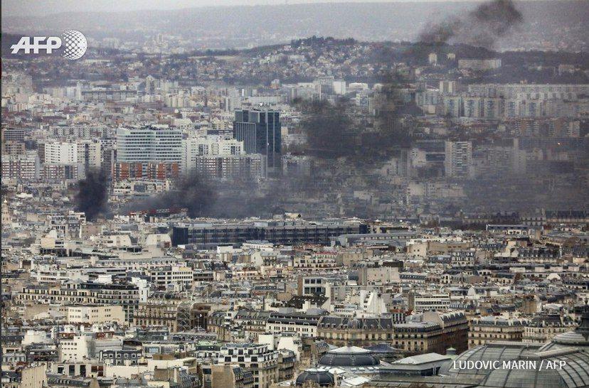 تصویری از آسمان فعلی پاریس