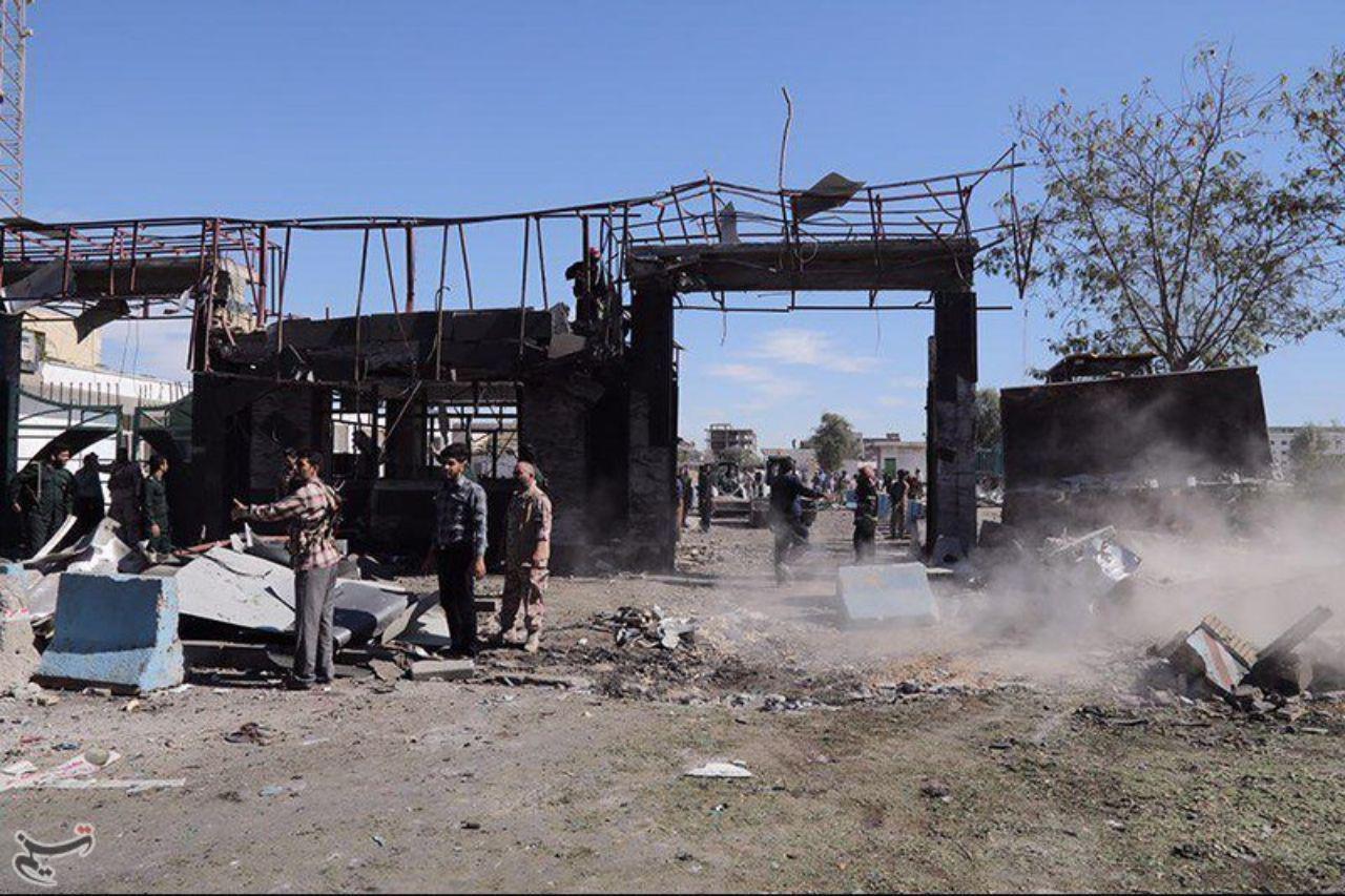 ورودی اصلی ستاد فرماندهی ناجا در چابهار، بعد از عملیات تروریستی امروز