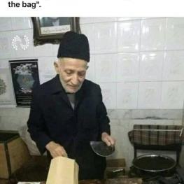 این عکس فرشنده با انصاف تبریزی در ۹gag ترند شده و حسابی مشهور شده