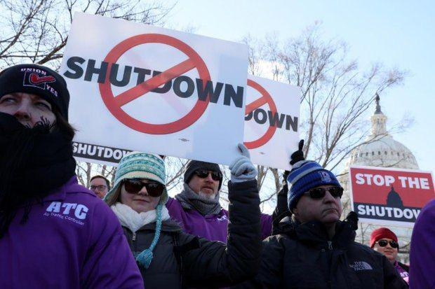 تجمع اعتراضی صدها کارمند آمریکایی به تعطیلی دولت