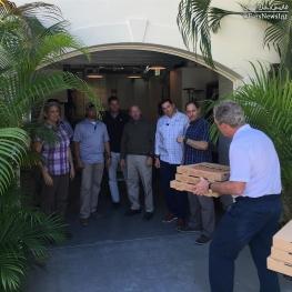 جرج بوش پسر در صفحه اینستاگرام خود تصویری از تحویل پیتزا به محافظانش را منتشر کرد