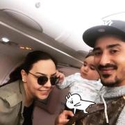دیداررضا قوچان نژاد و پسرش با ابرو گوندش خواننده ترکیه ای در هواپیما