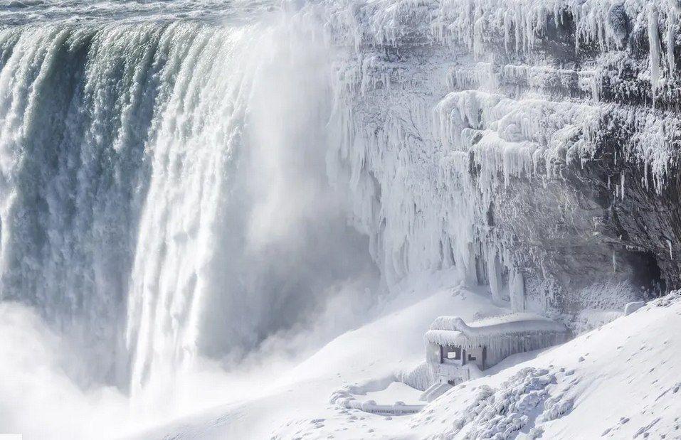 """یخزدگی بخشهایی از آبشار """"نیاگارا"""" در کانادا"""