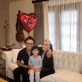 اینستاگرام گردی: شادمهر عقیلی و همسر و دخترش در ولنتاین