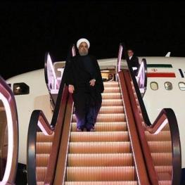 رونمایی از اولین پله برقی هواپیما در فرودگاه مهرآباد برای روحانی در بازگشت از سوچی روسیه