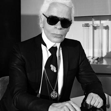 کارل لاگرفلد طراح مشهور مد و لباس و مدیر شرکت شانل در سن ۸۵ سالگی درگذشت.