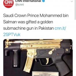 بنسلمان، ولیعهد سعودی در سفر اخیرش به پاکستان یک اسلحه از جنس طلا دریافت کرده است