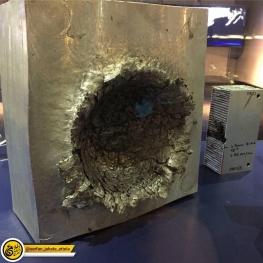 برخورد یک تکه پلاستیک ۱۵ گرمی با سرعت ۲۴ هزار کیلومتر بر ساعت با یک قطعهٔ آلومینومی در فضا
