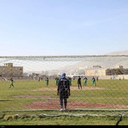 نگهبان ورزشگاه، مانع برگزاری یک مسابقه لیگ فوتبال زنان