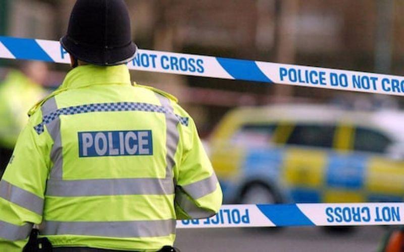 کمتر از ۲۴ ساعت پس از حادثه تروریستی نیوزیلند؛ افراطیون به نمازگزاران مسجدی در لندن حمله کردند