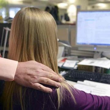 ساعات کاری طولانی زنان را افسرده میکند
