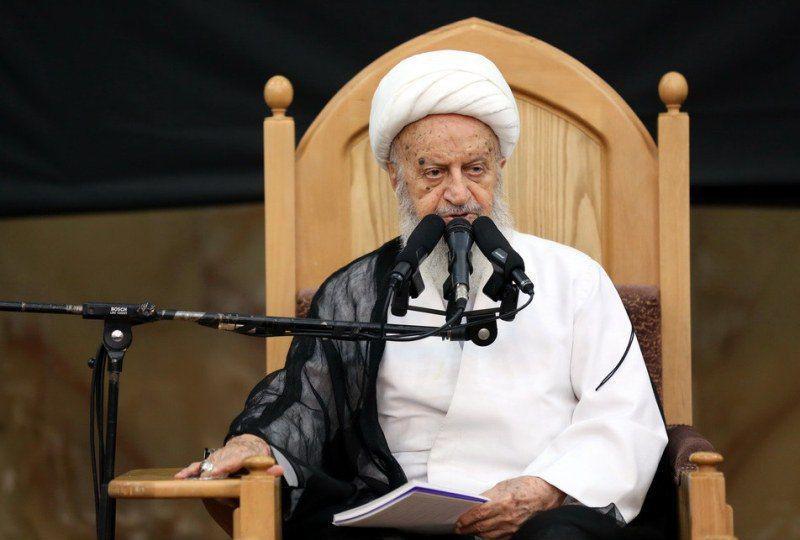 آیت الله مکارم شیرازی: مسائل خرافی نوروز را باید کنار گذاشت
