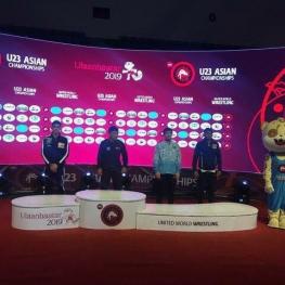 ۲ نقره و یک برنز کشتی آزاد امید ایران در روز دوم قهرمانی آسیا