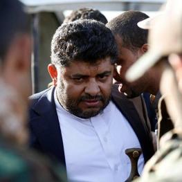 اگر راست می گویی مستقیما با ایران وارد نبرد شو!