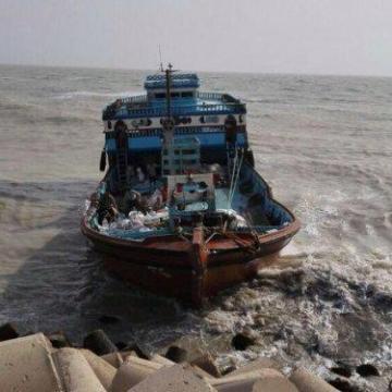 نجات صیادان ایرانی گرفتار درآبهای جزیره لارک